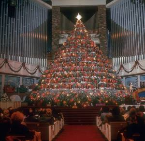 """Living Christmas Tree,"" carolers on a stepped platform (1972)"