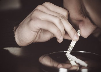 drugabuse_shutterstock-182896568-man-snorting-cocaine-from-mirror